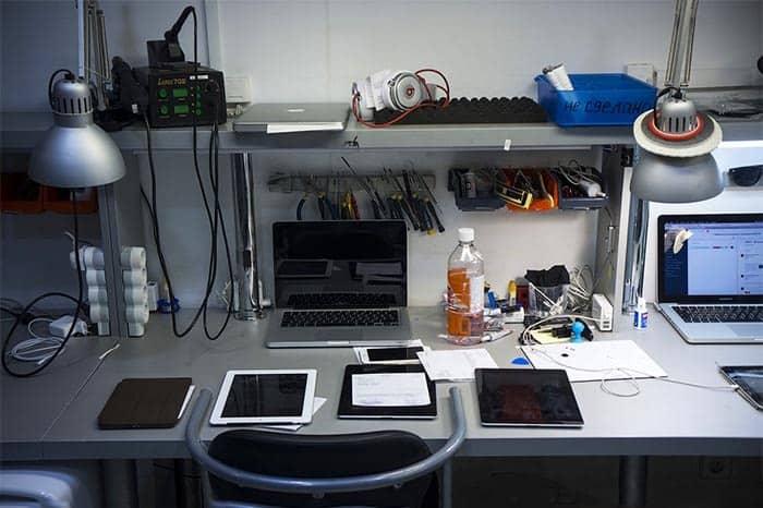Офис с инструментами