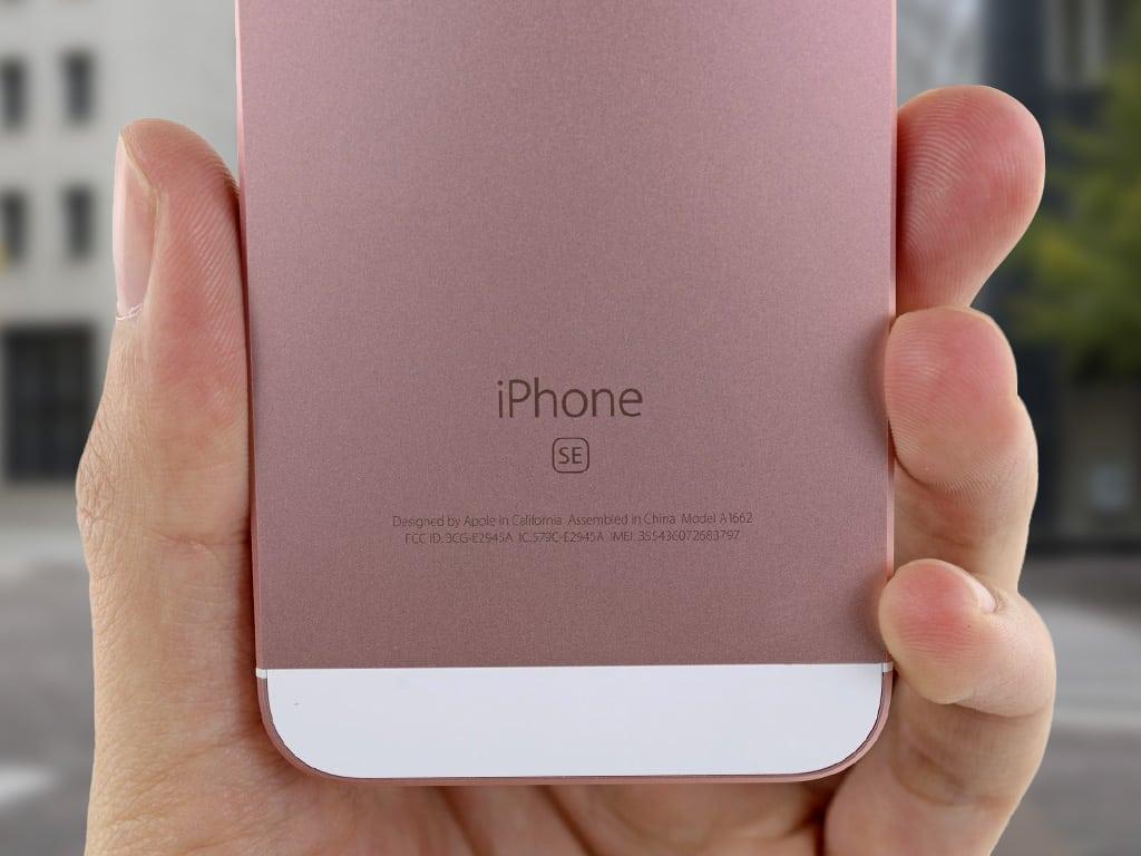 Задняя панель iPhone SE