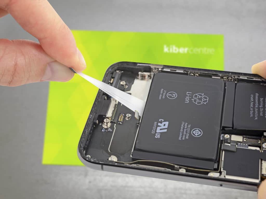 Демонтаж аккумулятора iPhone