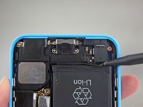 Снятие аккумулятора с голубого iPhone 5С | KiberCentre