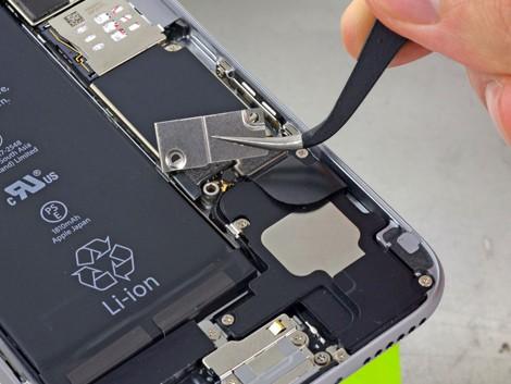 Демонтаж старого аккумулятора аккумулятора iPhone 6