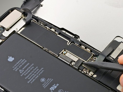 Удаление нового аккумулятора iPhone 7 Plus | KiberCentre.ru