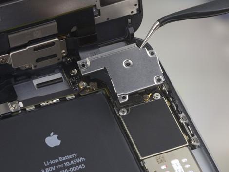 Демонтаж камеры на iPhone 6s Plus | KiberCentre