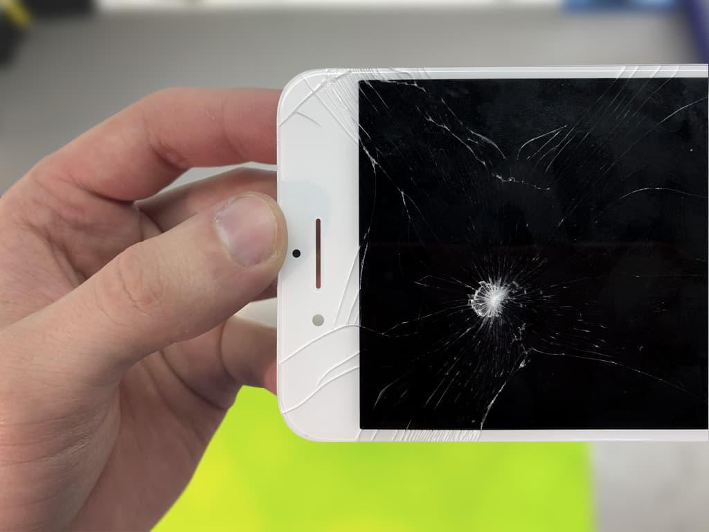 Разбитый экран iPhone 7 Plus