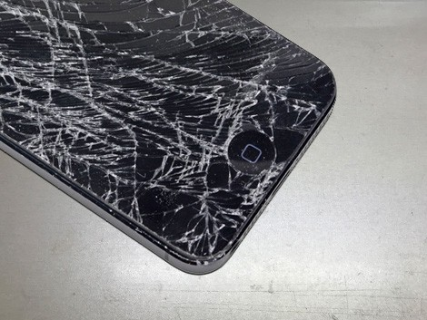 Разбитый iPhone 5