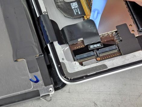 Матер производит замену iPad 2