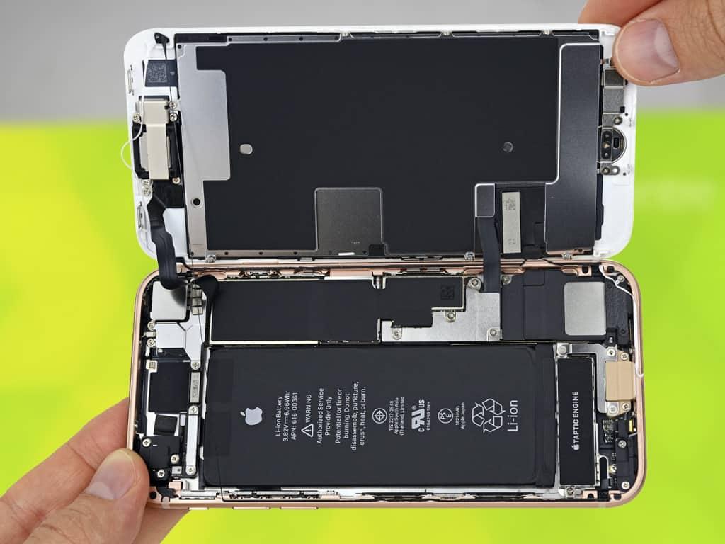 iPhone 8 в разборе