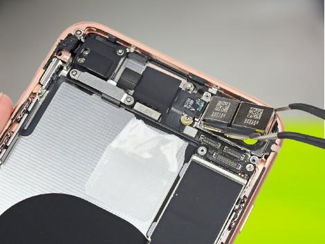 Разобранный iPhone 8 Plus