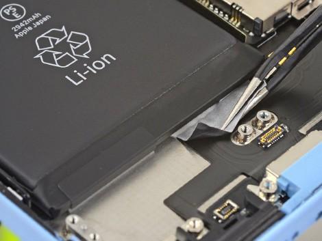 Демонтаж старого аккумулятора iPhone XR