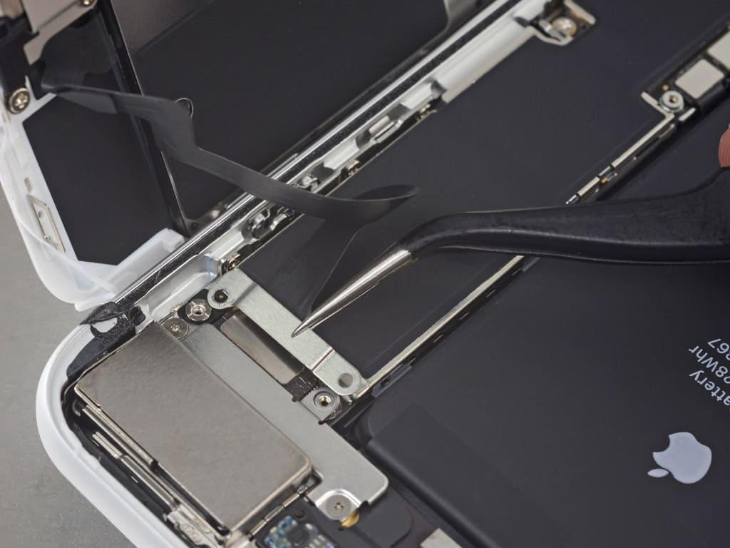 Снятие поврежденной камеры iPhone 8 Plus