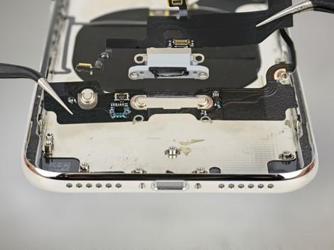 Задняя панель iPhone X в разборе | KiberCentre.ru