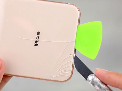 Разбитое заднее стекло у IPhone XS Max