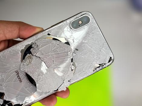 Разбитое заднее стекло iPhone X