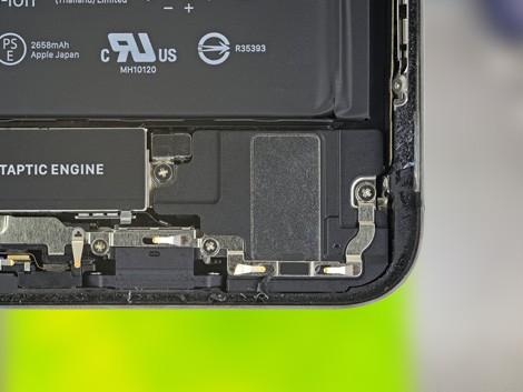 Разобранный iPhone XS