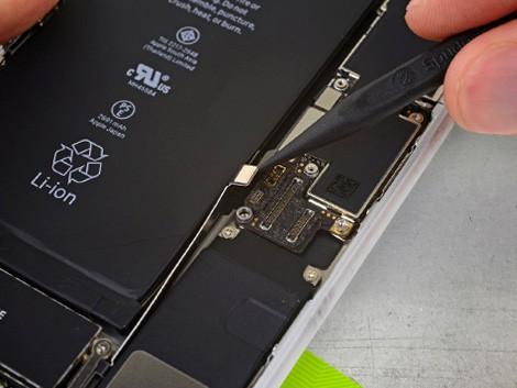 демонтаж старого аккумулятора iPhone 8 Plus   KiberCentre