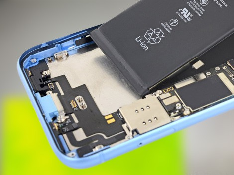 Установка нового аккумулятора iPhone XR