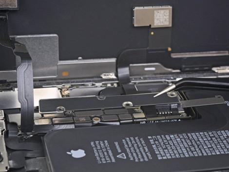 Установка разъема зарядки iPhone XS | KiberCentre.ru