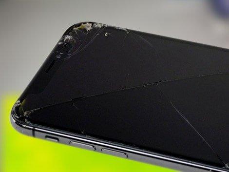 Разбитое стекло iPhone XS