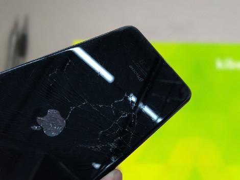 Разбитый айфон 8