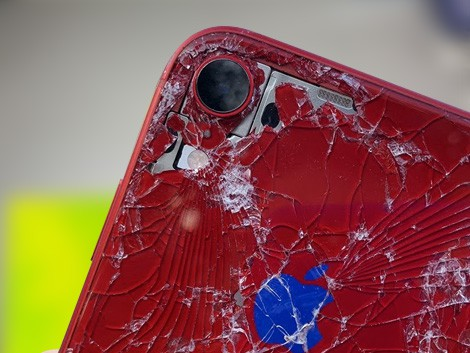 Разбитое заднее стекло iPhone XR