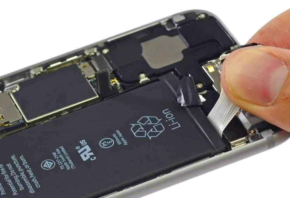 Демонтаж батарейки